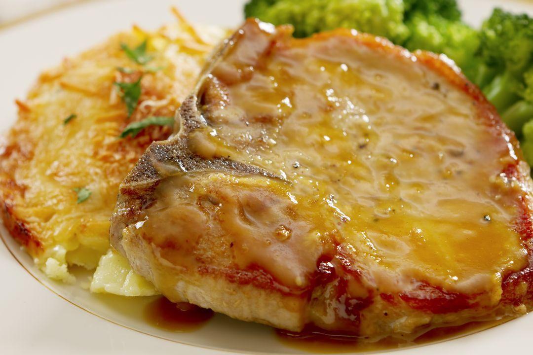 Filete de cerdo a la mostaza con tope de datiles y cilantro
