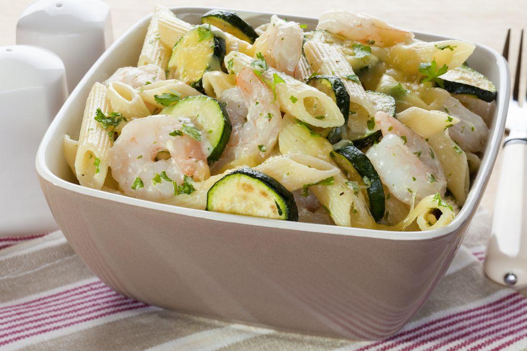 Pasta al Dente con Zucchini y Camarones