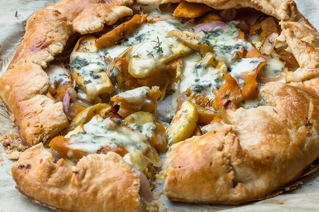 Tarta Rústica de Cebollas Caramelizadas y Blue Cheese