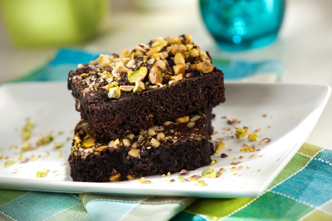 Brownies con pistachos y piñones