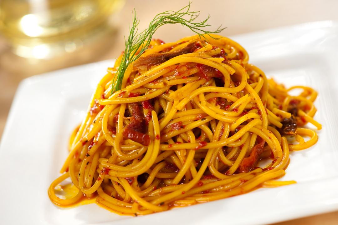 Spaghetti con salsa de pimientos