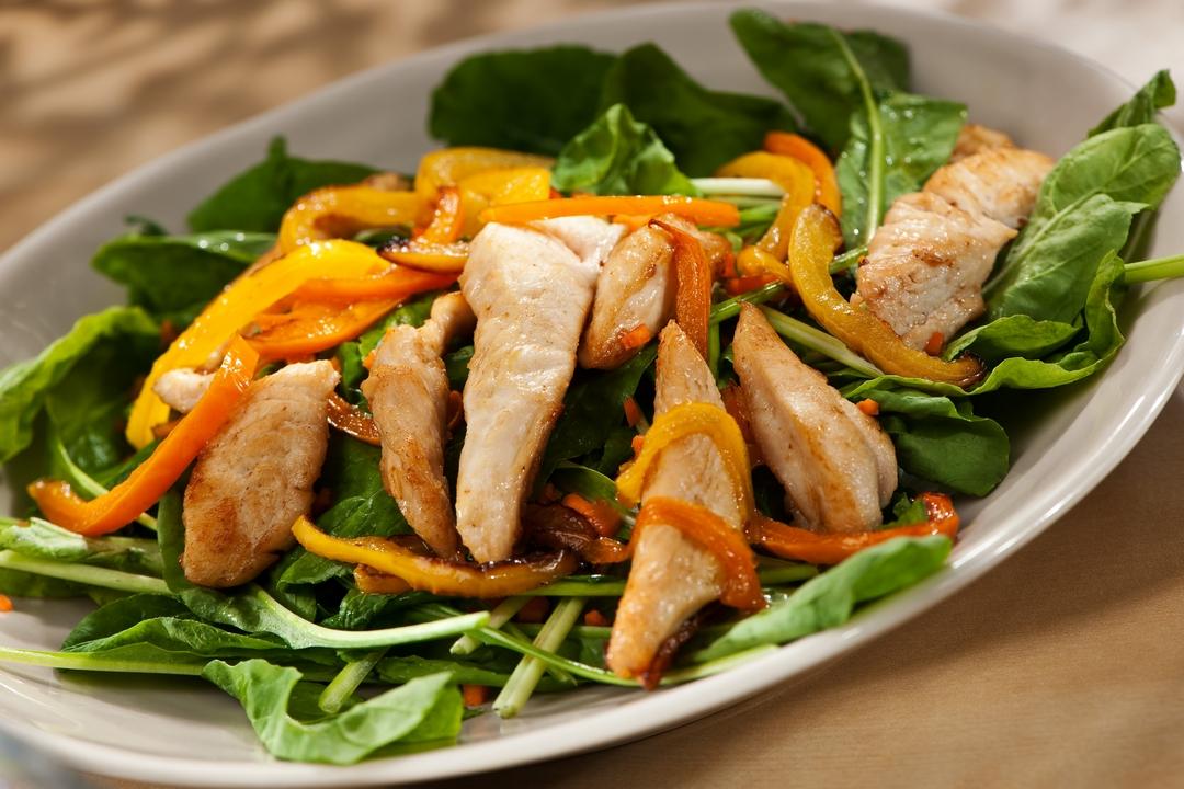Ensalada de rúcula y pollo