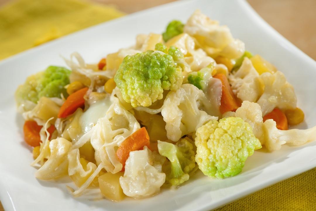 Vegetales en salsa de maíz