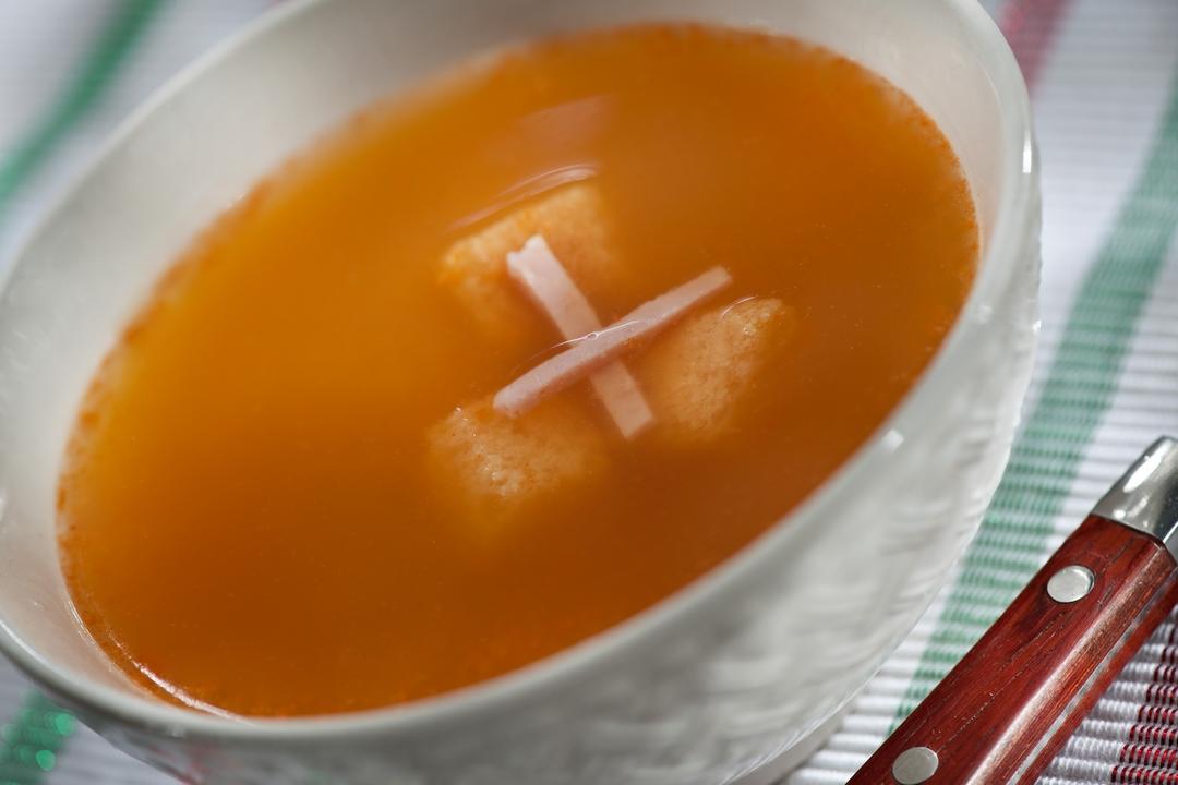 Sopa de ajo y jamón