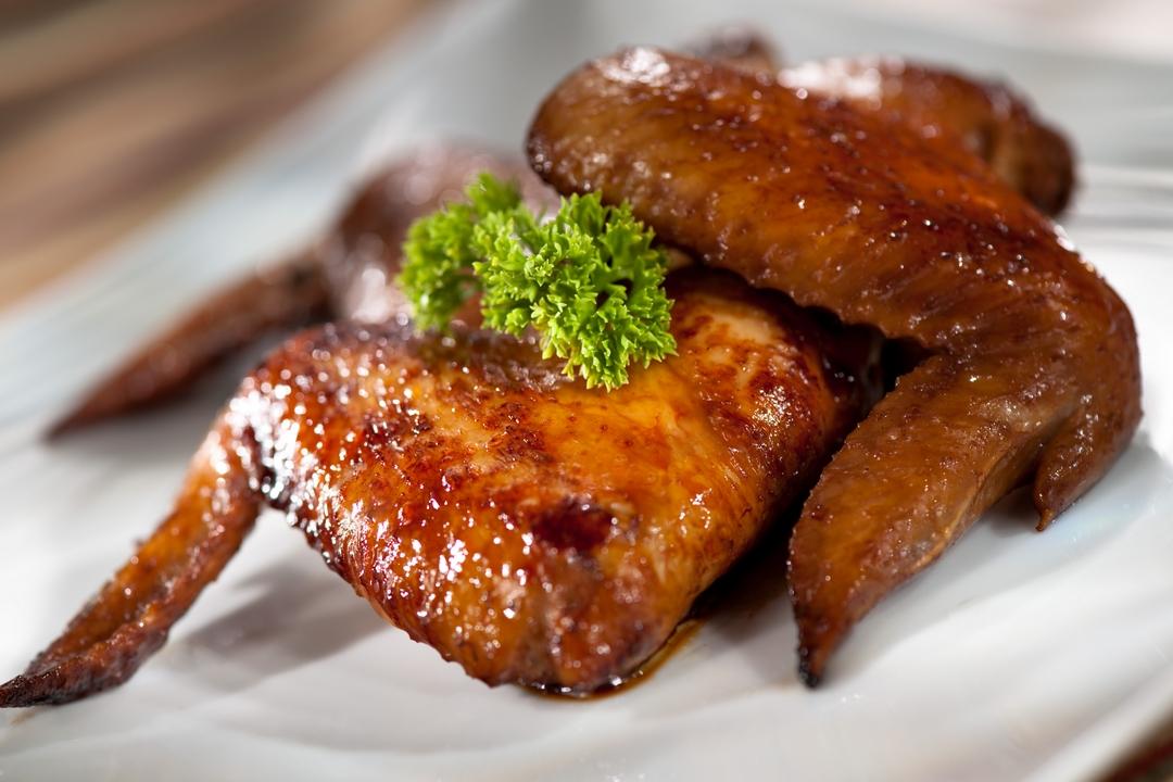 Alitas de pollo a la chinola