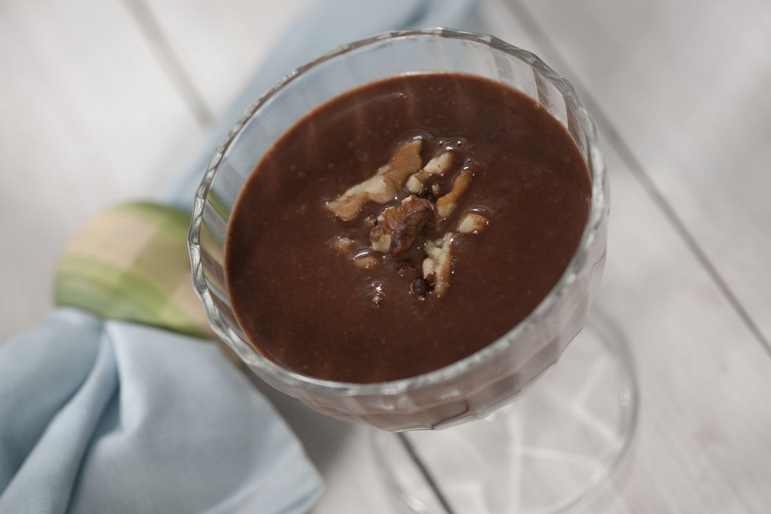 Chocolate a la crema con nueces