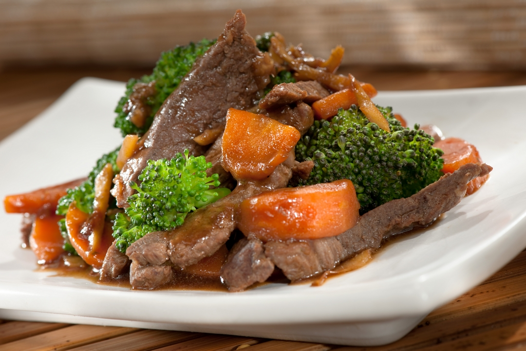Carne de res con brócoli y zanahoria