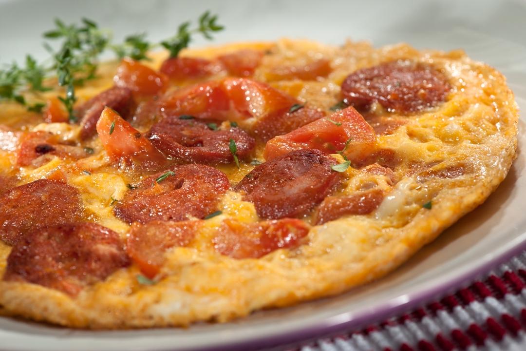 Huevos con chorizo y tomate
