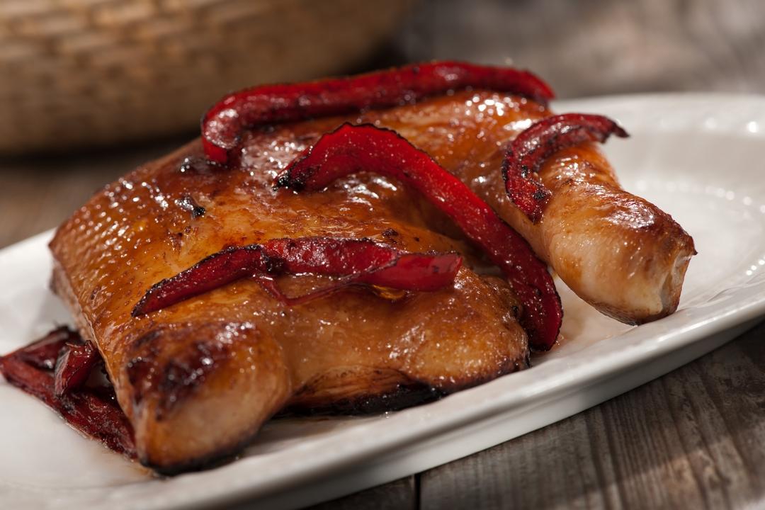Pollo asado con pimientos