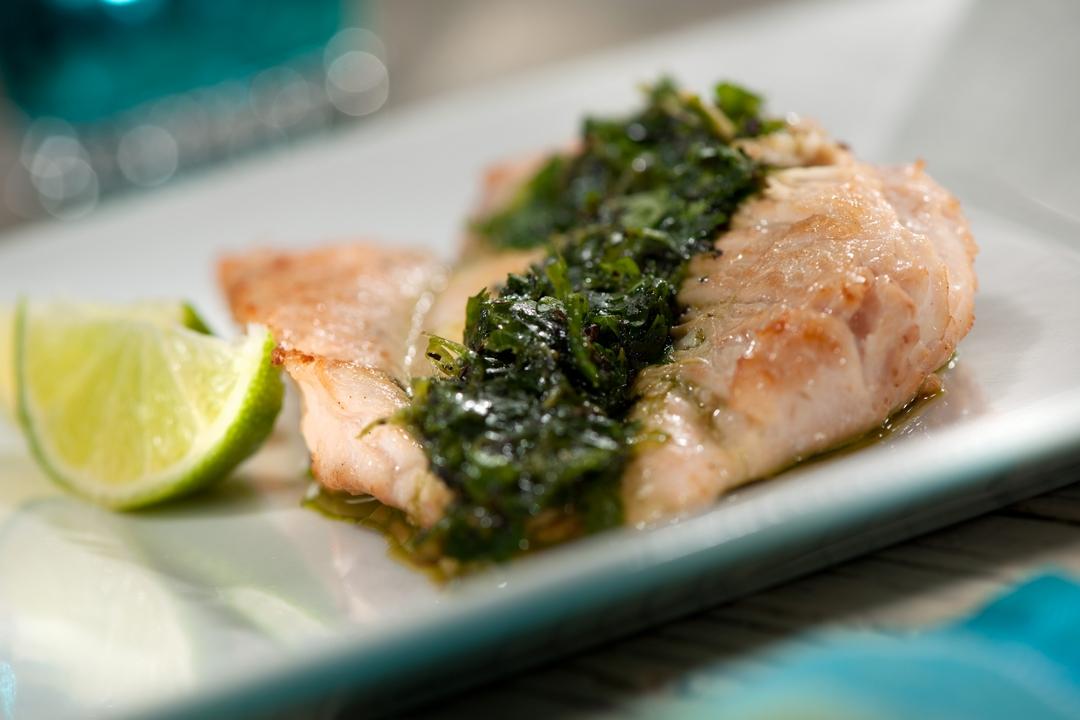 Pechuga asada con salsa de cilantro