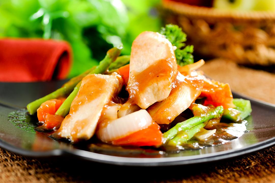 Pollo con zanahorias y mostaza