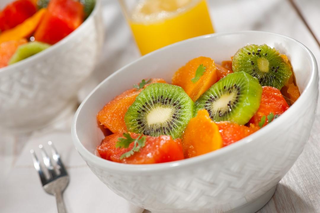 Ensalada de kiwi, mango y lechosa