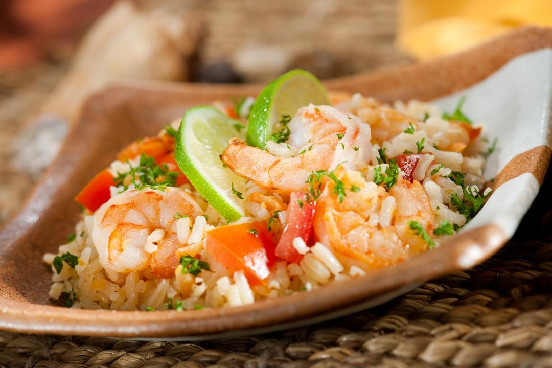 Ensalada de arroz con camarones