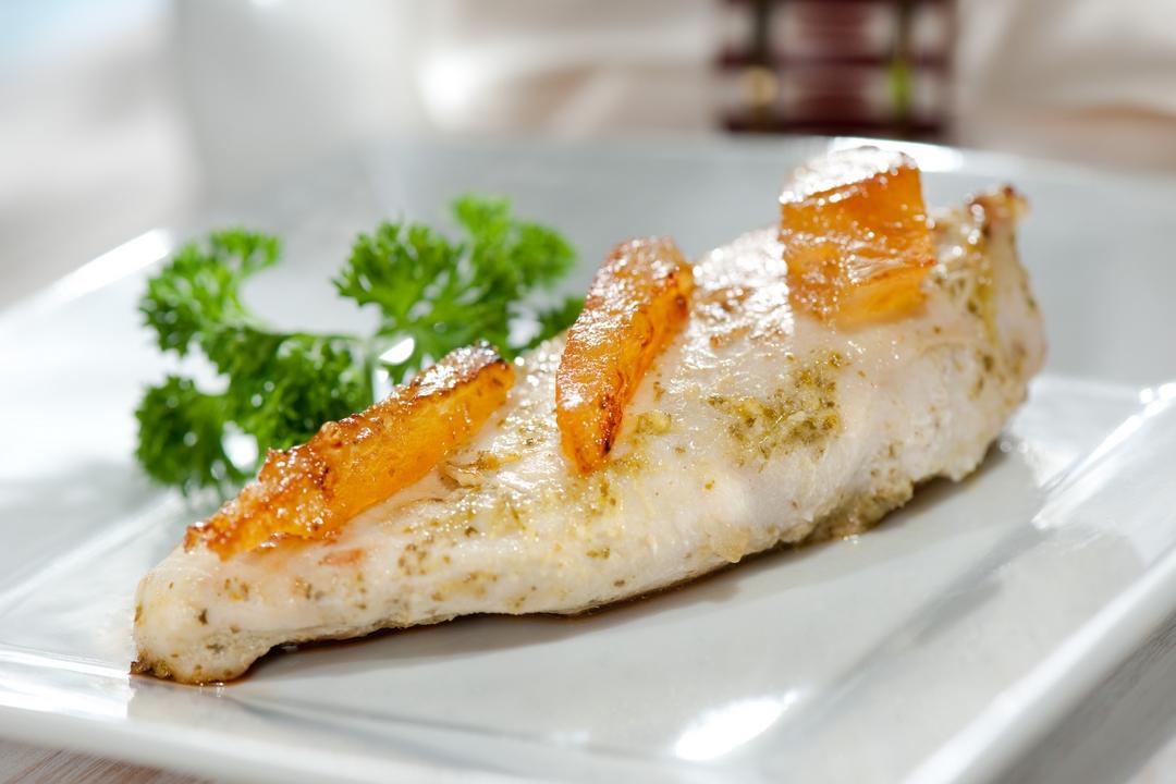 Pechuga de pollo con naranjas y pesto