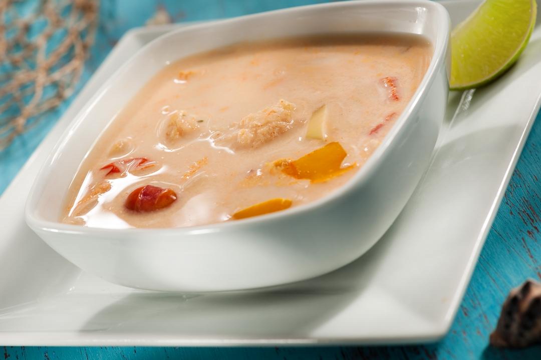 Sopa de pescado con coco