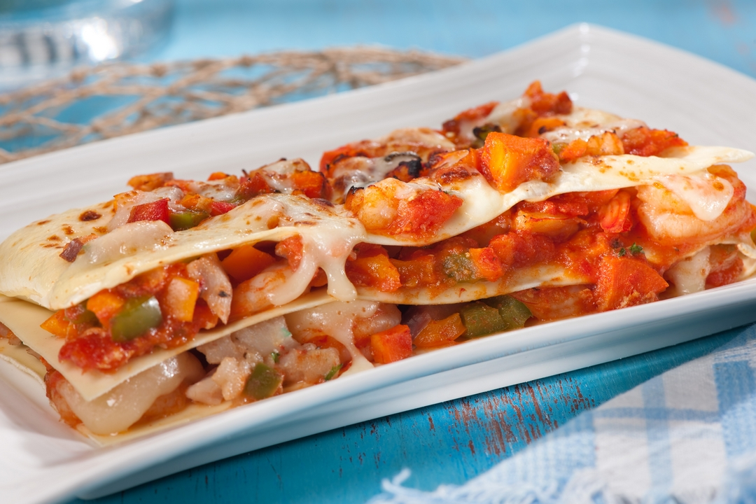 Lasaña de verduras y camarones