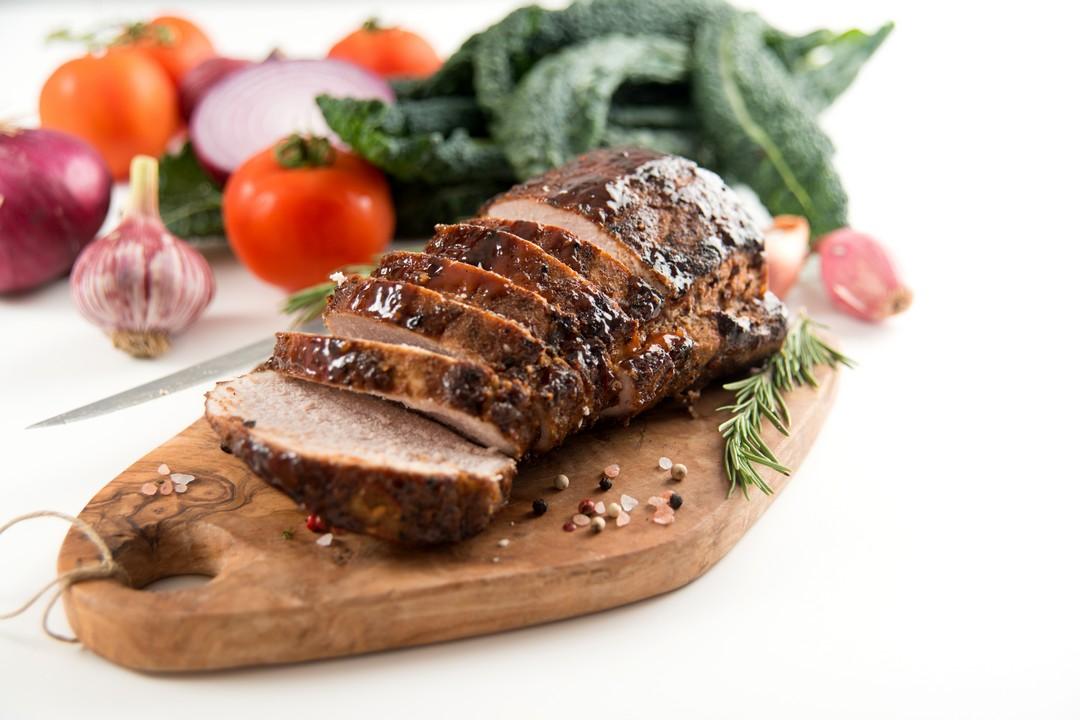Lomo de cerdo con salsa de ciruelas y almendras