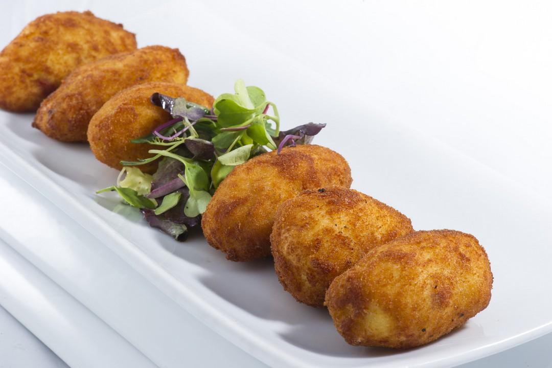 Croquetas de salami con agridulce de kétchup picante