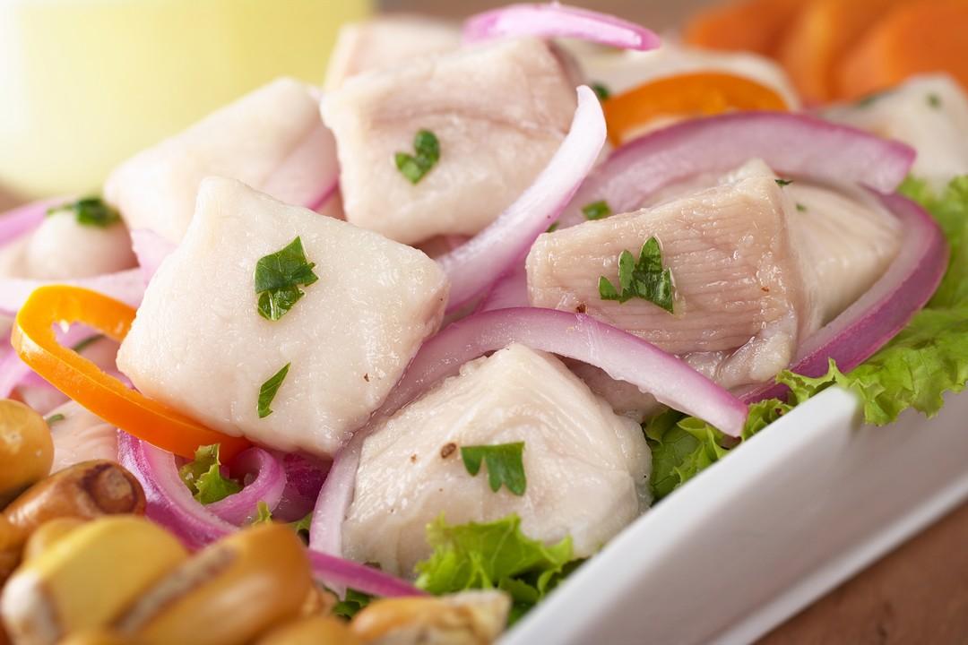 Ceviche de pescado blanco en agua de pepino