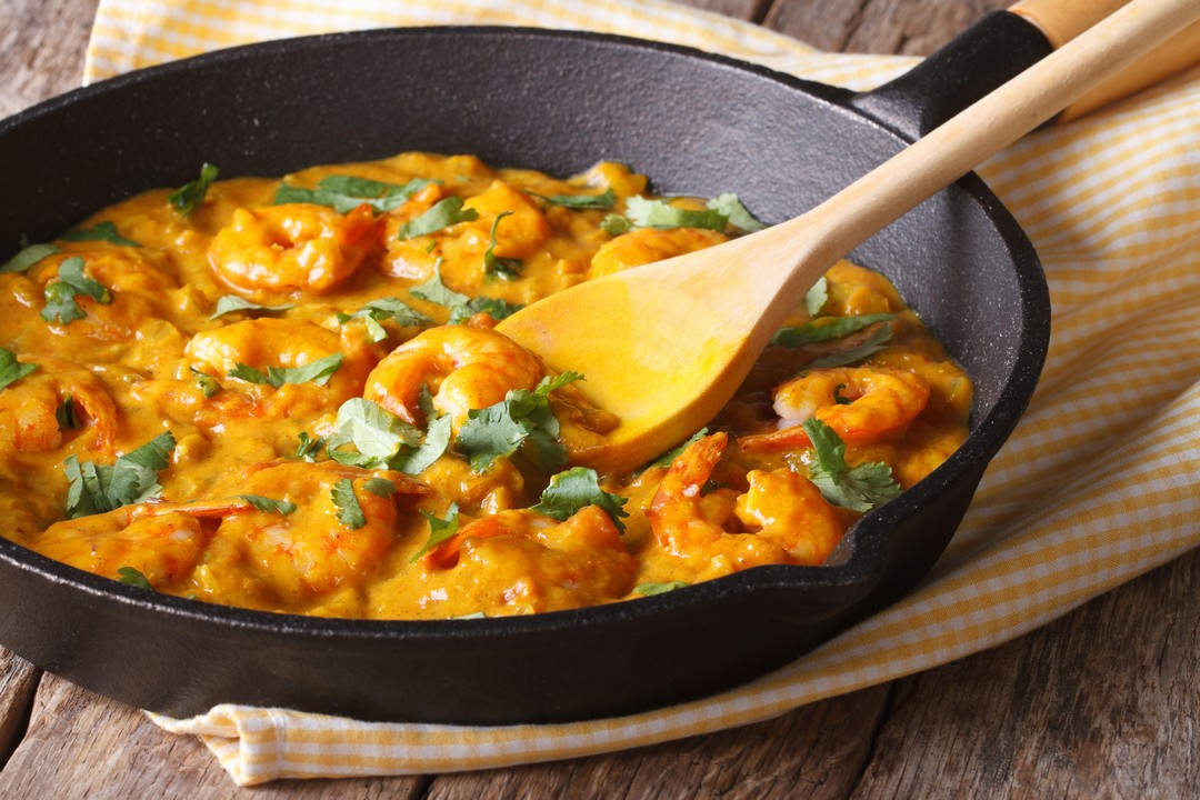 Camarones al curry y cilantro
